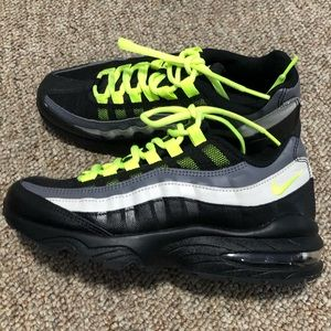 NIKE airmax sneakers 👟 size 5.5 Y